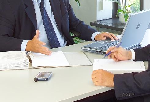 Die KMU tragen den Schaden: Mit dem Teilkartellverbot mit Beweislastumkehr würden sämtliche institutionalisierten Kooperationen zwischen Unternehmen meldepflichtig – und womöglich auch noch genehmigungspflichtig.