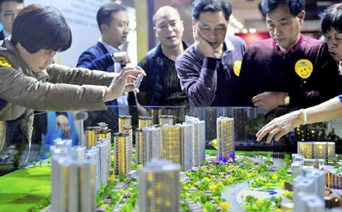 In China fielen die durchschnittlichen Preise für neue Wohnungen im März 2015 auf eine jährliche Basis gerechnet den siebten Monat in Folge.