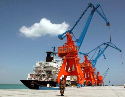 Chinesische Finanzierung und Technologie halfen beim Bau des Tiefseehafens in Gwadar, Pakistan, am Arabischen Meer. Dies ist Teil des Maritimen Seidenstrassenprojekts Chinas.