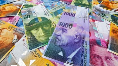 20151215_geld_chf_banknoten_800x450px