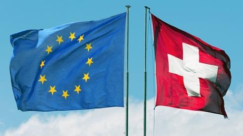 """Fidleg und Finig geben vor, den Zugang zum EU Markt für Finanzdienstleister zu ermöglichen. Die EU-Direktive MIFID II enthält jedoch keine """"cross-border""""-Regulierung. Unter MIFID II sind die einzelnen EU Mitgliedstaaten selber für die Zulassung ausländischer Anbieter zuständig; sie können sogar EU/EWR- und stärker noch nicht-EU/EWR-Finanzdienstleiter besonderen Regelungen unterwerfen."""