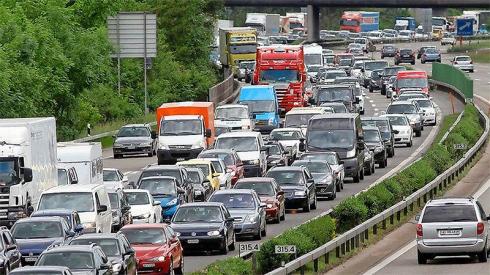 Die Wichtigkeit einer funktionierenden Strasseninfrastruktur für die Wirtschaft kann nicht hoch genug eingeschätzt werden. Rund 60 Prozent des Güterverkehrs in der Schweiz werden über die Strasse abgewickelt.