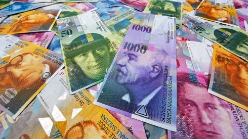 Portfolio-Aktionäre, die mehr als 10% der Aktien eines Grosskonzerns wie beispielsweise Novartis oder Nestlé halten, sind rar. Familienunternehmen dagegen halten in den allermeisten Fällen mehr als 10% der Aktien selbst. Eine Erhöhung der Dividendenbesteuerung trifft diese Unternehmer direkt. Der Schweizerische Gewerbeverband sgv wird nicht akzeptieren, dass die Reform der Unternehmenssteuern auf dem Rücken der KMU umgesetzt wird.