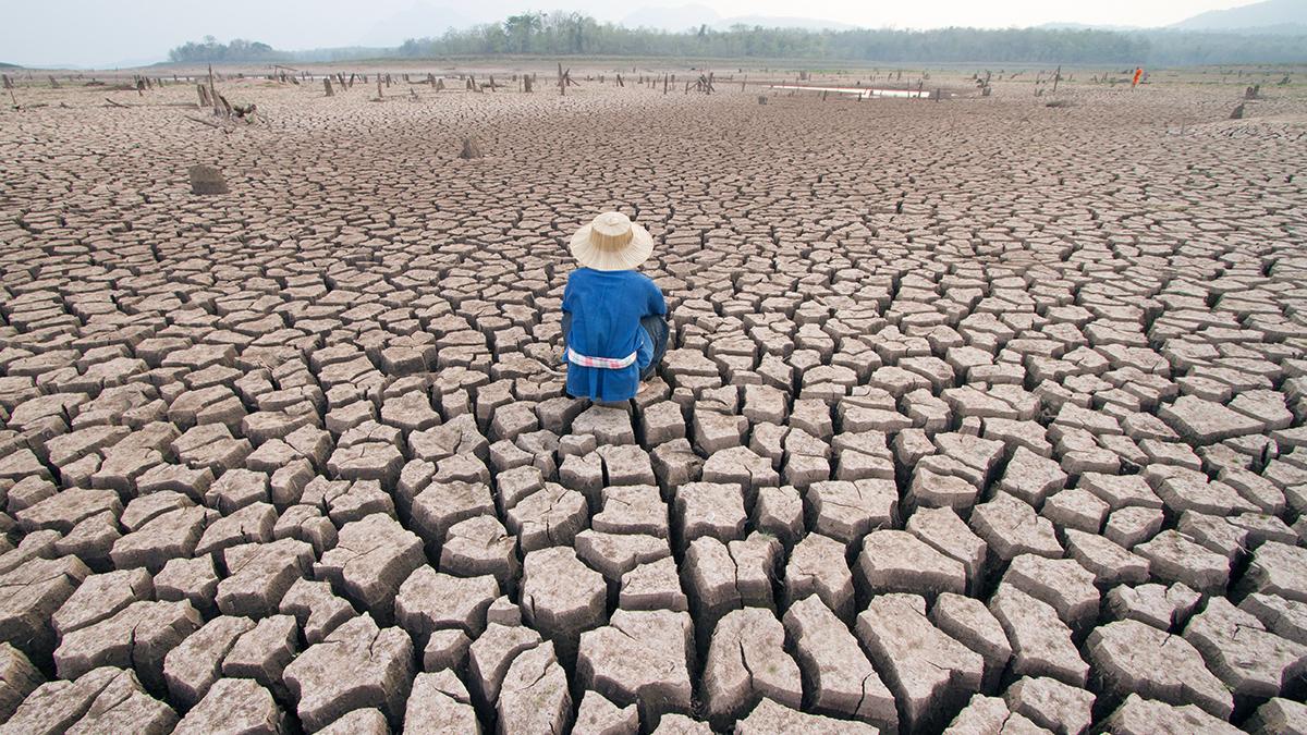 Eine wirkungsvolle Klimapolitik setzt - wie vom Pariser Übereinkommen vorgesehen - ein flexibles und differenziertes Instrumentarium voraus. Wenn sich Bundesbern nun in der Klimapolitik auf Regeln und Vorschriften fokussiert, so ist dies ein Spiel mit dem Feuer zulasten der Umwelt. Der grösste Wirtschaftsdachverband der Schweiz lehnt diese Einseitigkeit ab und fordert eine Absage an die allgemeine Erhöhung des Abgabesatzes, die Vereinfachung und Verbreitung der Programme zur Erhöhung der Energieeffizienz sowie die Zulassung von Marktmechanismen im In- und Ausland.